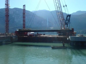 Installation of the gangway landing span